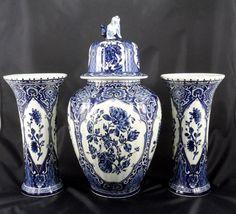 Vintage set of 15.4 Dutch Delft blue vases and door laBodegaAntiques