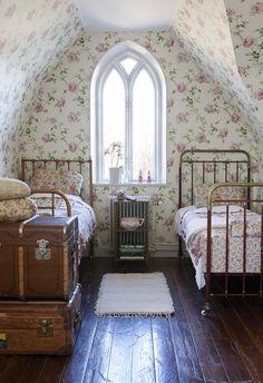 Alla borde få ha ett blommigt sovrum!