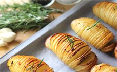 These garlicky Hasselback roasted potatoes are a great side dish. They have a crunchy top with a delicious garlic and rosemary flavour.  Find more on Kidspot New Zealand.