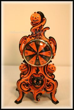 'Halloween Candy' - This was one of my first clocks I used glossy varnish to finish it so it looked 'candy coated'. Halloween Treasure Studio © 2011 ~ Artwork by Cali Lee, LLC All Rights Reserved Retro Halloween, Vintage Halloween Decorations, Halloween Images, Halloween Items, Halloween Boo, Halloween Horror, Halloween House, Holidays Halloween, Halloween Crafts
