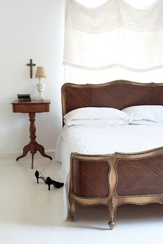 The Decorista-Domestic Bliss: Secret of domestic bliss #66...WOODEN BEDS
