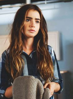lily collins natural beauty