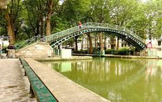This is the most famous street in the city of Paris. Its tree-lined walkways sweep from the Place de la Concorde to the Arc de Triomphe. Oh Paris, Paris France, Paris City, Monuments, Taxi Moto, Picnic In Paris, Paris Summer, Single Travel, River Bank