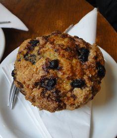 Pas difficile de faire de délicieux muffins à condition de respecter quelques astuces indispensables que je vous livre ici ! J'ai testé tout un tas de recettes pour trouver LA recette ultime : celle du muffin qui serait à la fois aussi beau que chez Starbuck's,...