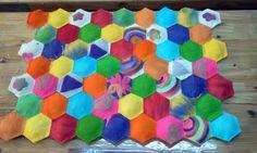Colorido cabezal de cama de una plaza