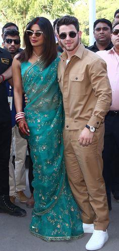 Priyanka Chopra and Nick Jonas Step Out as Newlyweds in Style Priyanka Chopra Saree, Priyanka Chopra Wedding, Fashion Advice, Fashion News, Ladies Fashion, Women's Fashion, Simple Sarees, Bollywood Wedding, Fashion Couple