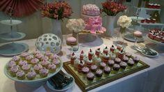 Mesa de dulces Table Decorations, Furniture, Home Decor, Candy Stations, Mesas, Decoration Home, Room Decor, Home Furnishings, Home Interior Design