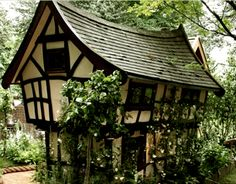 This bewitching little cottage looks as if it belongs in The Shire (The Chelsea Flower Garden Show ),Chelsea, London.