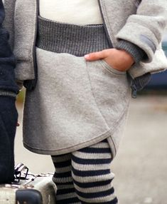 Wool skirt with a clever Wollrock mit gewitzter Tasche Wool skirt with a clever pocket - Chic Winter Outfits, Boho Outfits, Kids Outfits, Clothes Dye, Sewing Clothes, Baby Hoodie, Boho Fashion, Kids Fashion, Wool Skirts