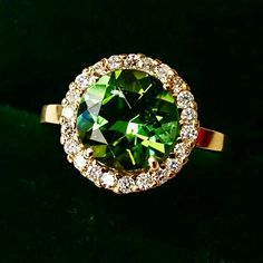 $2500 18k yellow gold  22 round diamond Green tourmaline 2.61cts round shape