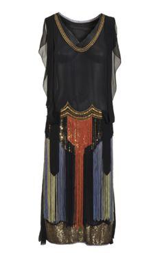 Gesellschaftskleid  um 1923 Europa  Seidenchiffon, Tüll, Pailetten, Glasperlen, Fransenschnüre  L 116/124 cm