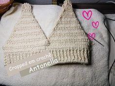 Cropped em crochê Antonella -  passo a passo Crochet Crop Top, Crochet Bikini, Crochet Clothes, Crochet Hats, Crochet Lingerie, Free Pattern, Winter Hats, Crochet Patterns, Knitting