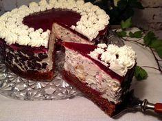 Windbeuteltorte mit Schokolade und Kirschen Cream puff cake with chocolate and cherries Cream Puff Cakes, Pie Co, Delicious Desserts, Yummy Food, Funny Cake, Cherry Cake, Cake Blog, Cheesecake Cake, Strawberry Recipes