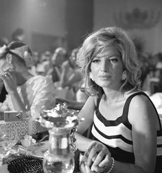 Monica Vitti, un mito per immagini Classic Photography, Black And White Photography, Classic Actresses, Actors & Actresses, New Wave Cinema, Michelangelo Antonioni, Non Plus Ultra, Old Money, Italian Actress