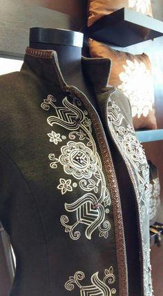 IGÉZŐ Chain Stitch Embroidery, Learn Embroidery, Embroidery Stitches, Embroidery Patterns, Hungarian Embroidery, Brazilian Embroidery, Beads Clothes, Braided Line, Mexican Fashion