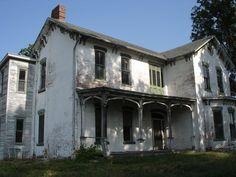 Abandoned Farmhouse in Shiloh, Illinois