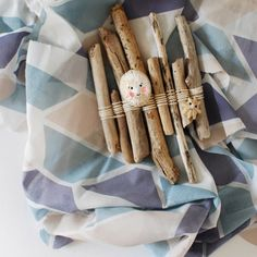 5 great ideas for children's beach crafts this summer vacation. Requires no special materials - mostly just what you find on the beach.