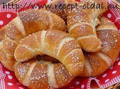 Sós kifli Croatian Recipes, Hungarian Recipes, Bread Recipes, Baking Recipes, Lady Fingers Recipe, Hungarian Cuisine, Sweet Pastries, Ciabatta, Bread Rolls