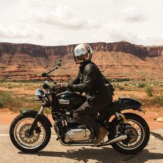 Missing the desert life.  Photo  taken by @jennylinquist #motosinmoab