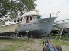 Repairing/renewing a fiberglass boat: instructions.The first coat of epoxy (grey) has been applied to the entire hull (above and below the waterline). The spotty (white and grey areas) are wh...