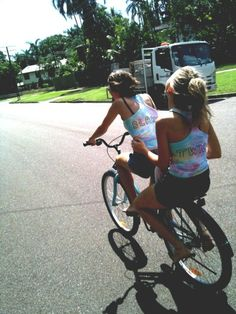 @Madison Fickle Pickle i found our bike;) hahaha
