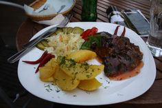 Beefsteak in Litauen #steak #Litauen #Baltikum Grains, Food, Eastern Europe, Lithuania, Essen, Meals, Seeds, Yemek, Eten