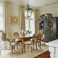 English Country Style House Interiors | Country-Style Dining Room