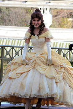 I am determined to be Belle in a cosplay event Belle Cosplay, Disney Cosplay, Disney Costumes, Cosplay Costumes, Belle Costume, Frozen Cosplay, Style Disney, Disney Dream, Disney Love
