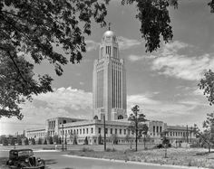 Framed vintage photograph of June Nebraska State Capitol, Lincoln. General view from southeast. Vintage Photographs, Vintage Photos, Shorpy Historical Photos, New York Office, Nebraska State, History Of Photography, Spanish Colonial, High Resolution Photos, Photo Archive