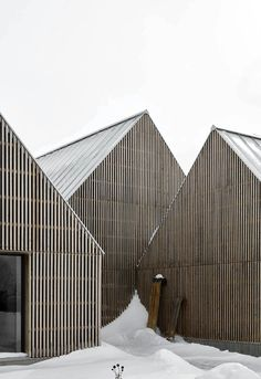 Hatley House is a minimal home located in Quebec, Canada, designed by Pelletier de Fontenay Minimalist Architecture, Modern Architecture House, Facade Architecture, Landscape Architecture, Wood Facade, Great Buildings And Structures, Modern Buildings, Timber Cladding, Modern Barn