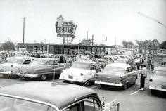 Big Boy Restaurant at Woodward Ave. and 13 1/2 Mile Road in Royal Oak, Michigan, 1950's