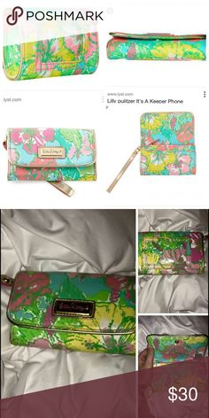 Lilly Pulitzer Wristlet. First photo shows true color. My photo was taken in poor lighting with a flash. I will be more than happy to take an updated picture of mine if desired by anyone. EUC! ☀️ Price is negotiable-comment if interested! Lilly Pulitzer Bags Wallets