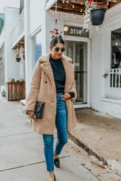 Trend Alert: My Favorite Teddy Coats - how to style teddy coat Source by lowstoluxe - Winter Mode Outfits, Winter Date Night Outfits, Winter Outfits Women, Winter Jackets Women, Winter Fashion Outfits, Stylish Outfits, Autumn Winter Fashion, Fall Outfits, Outfits 2016