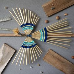 Straw Bird of Happiness Matchstick Craft, Craft Stick Crafts, Paper Crafts, Bird In A Cage, Straw Weaving, Rustic Christmas Ornaments, Paper Quilt, Bamboo Art, Basket Crafts