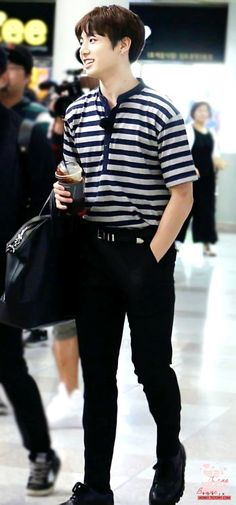 [AIRPORT] 160606: BTS Jeon Jungkook || i have a weakness for stripes