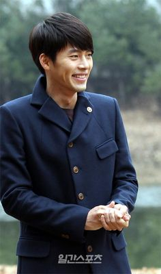 Hyun Bin's lovely smile @ Secret Garden