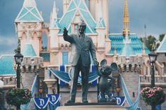Magic Returns to Disneyland Resort Theme Parks With Special LIVE Moment Walt Disney World, Disney World Resorts, Disney S, Disney Magic, Disney Movies, Disney Fonts, Disney Animal Kingdom, Disneyland Food, Disneyland Resort
