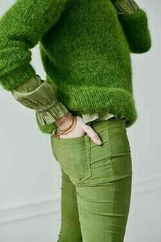 Super Ideas For Dress Casual Green Sweaters Pale Dogwood, Blue Photography, Estilo Glamour, Moda Casual, Fashion Mode, Green Sweater, Pantone Color, Shades Of Green, Green Colors