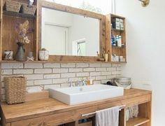 機能的であることが求められる洗面台は、シンプルで掃除がしやすいことが大前提です。でも、どうせならインテリアもおしゃれなものにしたいし、居心地の良い空間にしたい…