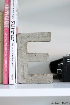 DIY Concrete Letters (eilen tein) | DIY 2: http://www.learningcreatingliving.com/2014/05/diy-concrete-letter-ampersand.html