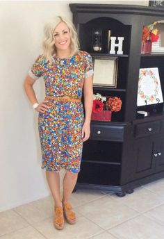 This is a great way to style an over-sized Julia! Love the rolled sleeves and belt. Sometimes you just HAVE to have that print!