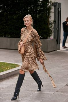 See the Latest Milan Fashion Week Street Style Spring 2020 Printemps Street Style, Milan Fashion Week Street Style, Milan Fashion Weeks, Spring Street Style, London Fashion, Star Fashion, Trendy Fashion, Spring Fashion, Autumn Fashion