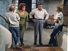 """Hayley Mils as identical twins sisters Susan and Sharon, Maureen O'Hara as Maggie McKendrick and Brian Keith as Mitch Evers in the Walt Disney production """"The Parent Trap"""" directed by David Swift. Original Parent Trap, Hailey Mills, Parent Trap Movie, New Beverly Cinema, Brian Keith, Maureen O'hara, Old Disney, Disney Live, Vintage Disney"""