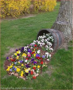 Flower Bed Ideas in front of House Designs For Garden Flower Beds Flower bed ideas in front of a house. Various designs for garden flower beds can be applied on your garden. These designs should Read Front Flower Beds, Large Backyard Landscaping, Landscaping Ideas, Patio Ideas, Backyard Ideas, Mulch Landscaping, Flower Bed Designs, Diy Garden Decor, Pansies