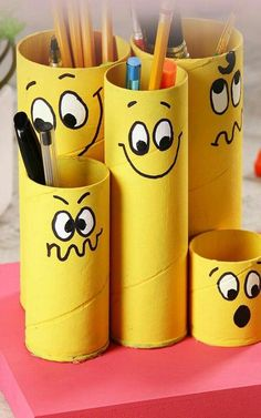 Recycled paper roll in pencil holder - My CMS Kids Crafts, Recycled Crafts Kids, Diy Home Crafts, Easy Crafts, Recycling Projects For School, Craft Projects, Toilet Paper Roll Crafts, Cardboard Crafts, Cardboard Rolls