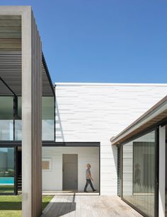 An Omaha holiday beach home that makes the most of sun, surf and sand