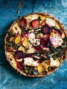 Quiche filled with beetroot, kale and goat's cheese