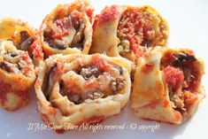 Girelle di pasta fresca ripiene di funghi  e ragù
