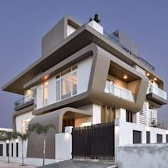 A villa in udaipur—india modern houses by form space n design architects modern concrete Modern Exterior House Designs, Modern House Facades, Modern Villa Design, Cool House Designs, Modern Houses, Modern Bungalow Exterior, Luxury Houses, Bungalow House Design, House Front Design