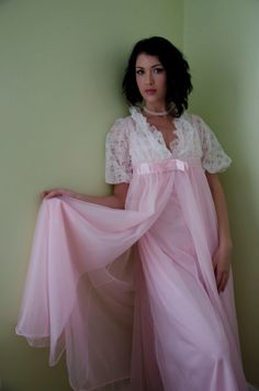 "jenniesissy: "" msgerrie: "" ""Pretty Pink Gown And Robe Set! Totally Feminine "" Well said by Marydee…💋 "" The irresistible combination to a sissy of pink, nylon, chiffon, and lace -. Vintage Outfits, Vintage Gowns, Vintage Lingerie, Vintage Fashion, Pretty Lingerie, Beautiful Lingerie, Sexy Lingerie, Corsage, Vintage Nightgown"